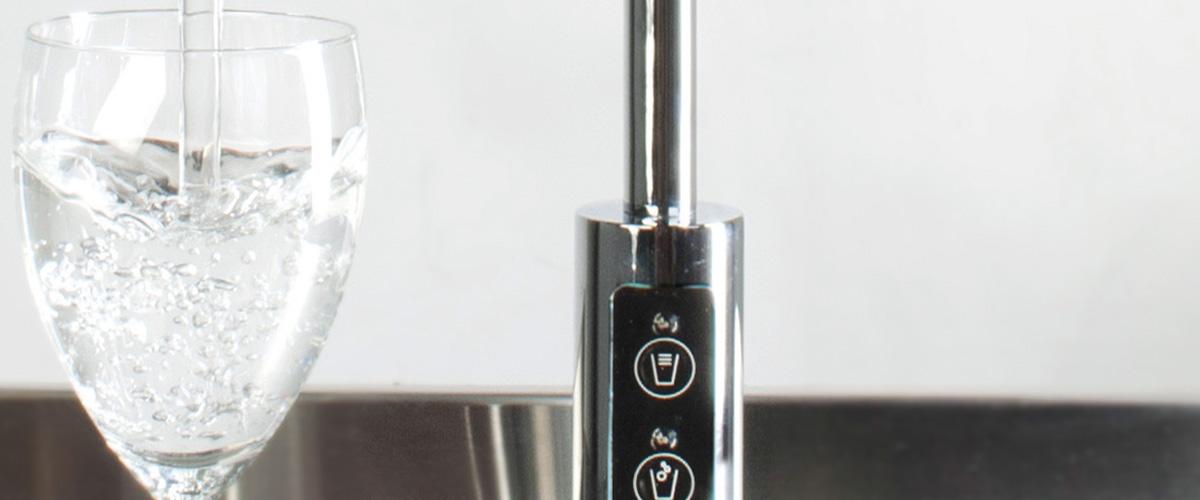 Waterkoeler met bruisend water - drinkwatersysteem